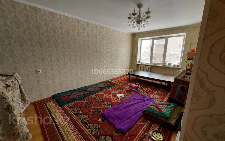 3-комнатная квартира, 60 м², 2/5 этаж, Валиханова — Абая за 17.5 млн 〒 в Нур-Султане (Астане), р-н Байконур