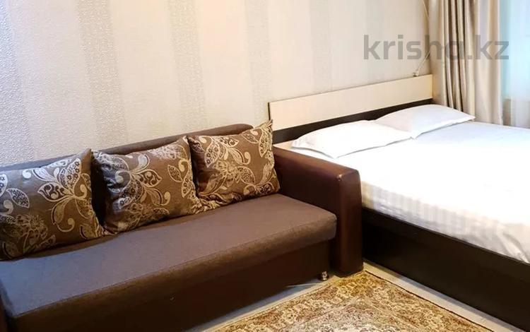 1-комнатная квартира, 35 м², 1/4 этаж посуточно, Момышулы 4 — Туркестанская за 7 000 〒 в Шымкенте