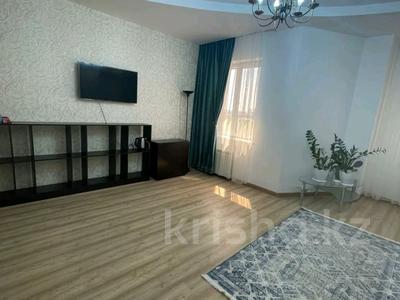 3-комнатная квартира, 120 м², 4/20 этаж на длительный срок, Республики за 400 000 〒 в Нур-Султане (Астане)