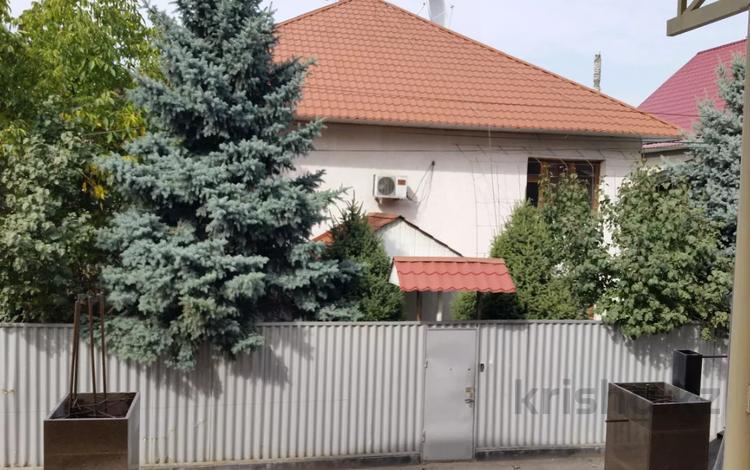 6-комнатный дом помесячно, 300 м², 6 сот., мкр Дубок-2, Мкр. Дубок-2 за 400 000 〒 в Алматы, Ауэзовский р-н