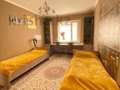 3-комнатная квартира, 90 м², 16/17 этаж, Шахтеров 60 за 25 млн 〒 в Караганде, Казыбек би р-н — фото 3