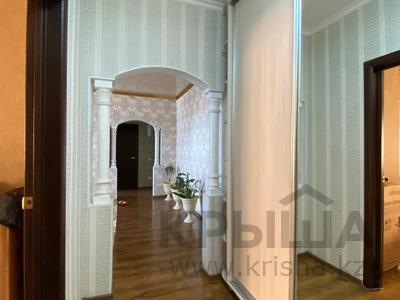 3-комнатная квартира, 90 м², 16/17 этаж, Шахтеров 60 за 25 млн 〒 в Караганде, Казыбек би р-н — фото 6