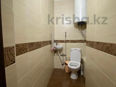 3-комнатная квартира, 90 м², 16/17 этаж, Шахтеров 60 за 25 млн 〒 в Караганде, Казыбек би р-н — фото 9