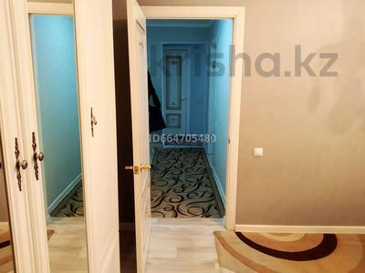 2-комнатная квартира, 49 м², 3/5 этаж помесячно, мкр 8, Абылхаир хана 62/1 — 101 стр див за 100 000 〒 в Актобе, мкр 8