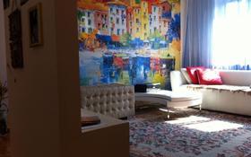 4-комнатная квартира, 90 м², 2/5 этаж помесячно, мкр №6 46 за 150 000 〒 в Алматы, Ауэзовский р-н