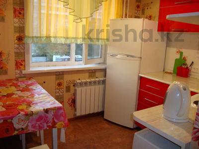 1-комнатная квартира, 35 м², 3/5 этаж посуточно, Тарбагатайская 46 — проспект Ауэзова за 5 000 〒 в Семее — фото 6