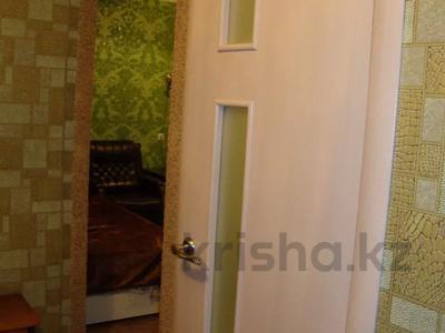 1-комнатная квартира, 35 м², 3/5 этаж посуточно, Тарбагатайская 46 — проспект Ауэзова за 5 000 〒 в Семее — фото 9