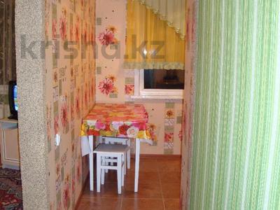 1-комнатная квартира, 35 м², 3/5 этаж посуточно, Тарбагатайская 46 — проспект Ауэзова за 5 000 〒 в Семее — фото 2