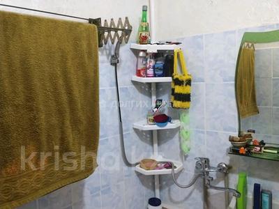 3-комнатная квартира, 61 м², 1/5 этаж, 4мкр за 10.5 млн 〒 в Таразе