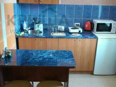 1-комнатная квартира, 32 м², 4/5 этаж по часам, Кабанбай батыра 109 за 2 000 〒 в Усть-Каменогорске