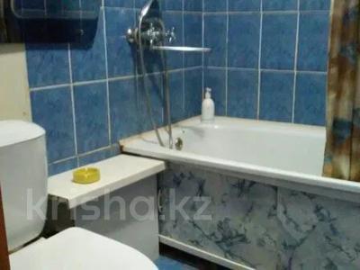 1-комнатная квартира, 32 м², 4/5 этаж по часам, Кабанбай батыра 109 за 2 000 〒 в Усть-Каменогорске — фото 2
