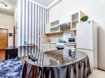 1-комнатная квартира, 40 м², 1 этаж посуточно, Динмухамеда Кунаева 12 за 10 000 〒 в Нур-Султане (Астана), Есиль р-н — фото 3