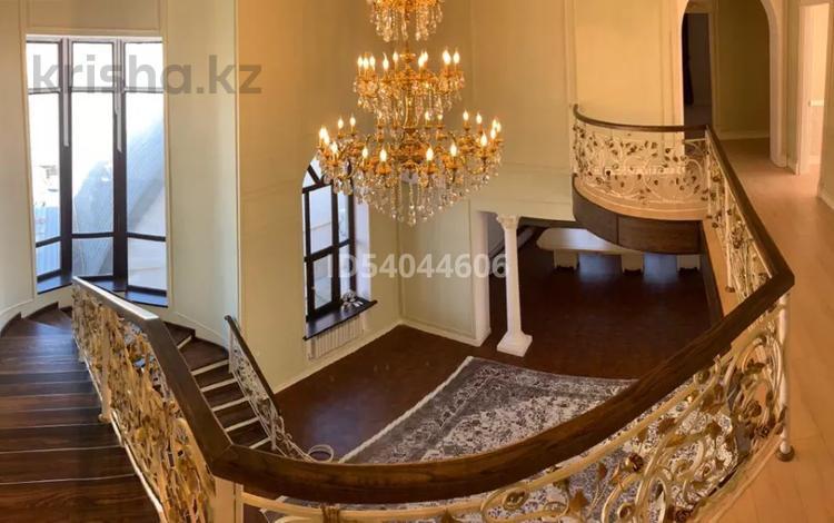 12-комнатный дом, 700 м², 15 сот., Женис 117 за ~ 239.8 млн 〒 в