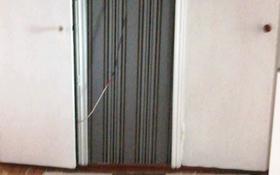 3-комнатная квартира, 65 м², 5/5 этаж, 1 мкр 4 за 3.5 млн 〒 в Шахтинске