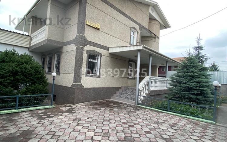 6-комнатный дом помесячно, 400 м², 7 сот., Ауэзовский р-н, мкр Дубок-2 за 650 000 〒 в Алматы, Ауэзовский р-н