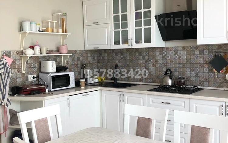 3-комнатная квартира, 124 м², 1/4 этаж, Тургенева за 27 млн 〒 в Актобе