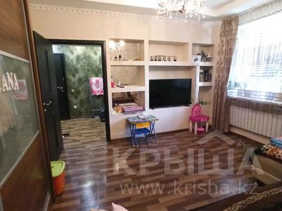 1-комнатная квартира, 35 м², 1/12 этаж, мкр Аксай-1А — Толе би за 13.8 млн 〒 в Алматы, Ауэзовский р-н