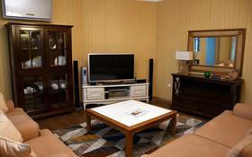 3-комнатная квартира, 150 м² на длительный срок, Кабанбай батыра 87 за 590 000 〒 в Алматы