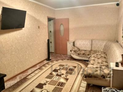 2-комнатная квартира, 44.7 м², 4/5 этаж, 15 микрорайон 12 за 6.5 млн 〒 в Караганде, Октябрьский р-н — фото 2