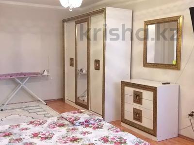 1-комнатная квартира, 55 м², 5/7 этаж посуточно, Сатпаева 2 Г за 8 000 〒 в Атырау — фото 2
