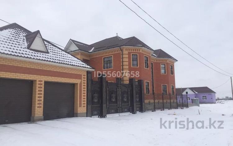 10-комнатный дом, 1000 м², 16 сот., Наурыз 10 за 70 млн 〒 в