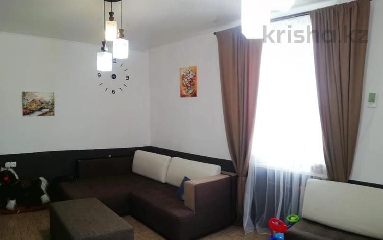 2-комнатная квартира, 60 м², 2/3 этаж, Белинского 42 за 15 млн 〒 в Усть-Каменогорске