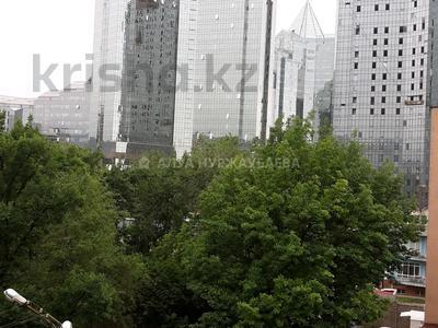 2-комнатная квартира, 50 м², 4/5 этаж посуточно, мкр Самал-3, Назарбаева 229 — Бектурова за 8 000 〒 в Алматы, Медеуский р-н