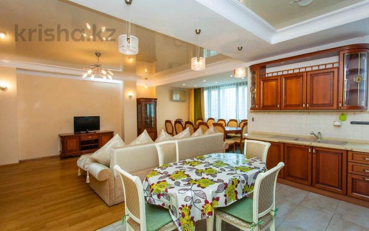 3-комнатная квартира, 127 м², 9/12 этаж посуточно, Достык 14 за 16 000 〒 в Нур-Султане (Астана), Есиль р-н
