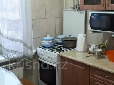 2-комнатная квартира, 43 м², 4/5 этаж, мкр Аксай-2 за 14.5 млн 〒 в Алматы, Ауэзовский р-н