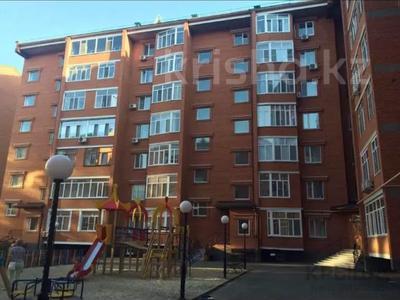 2-комнатная квартира, 70 м², 1/7 этаж помесячно, Назарбаева 233/2 за 300 000 〒 в Уральске
