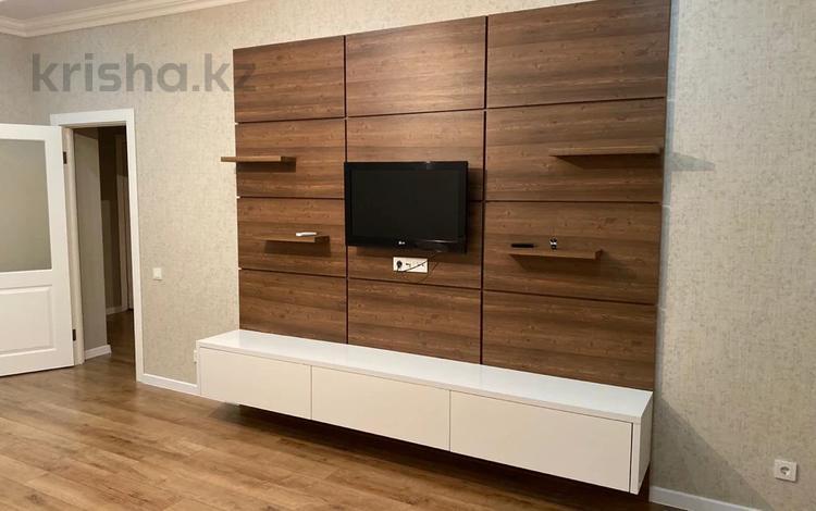 2-комнатная квартира, 70 м², 6/9 этаж помесячно, Сауран 42 за 230 000 〒 в Нур-Султане (Астана)
