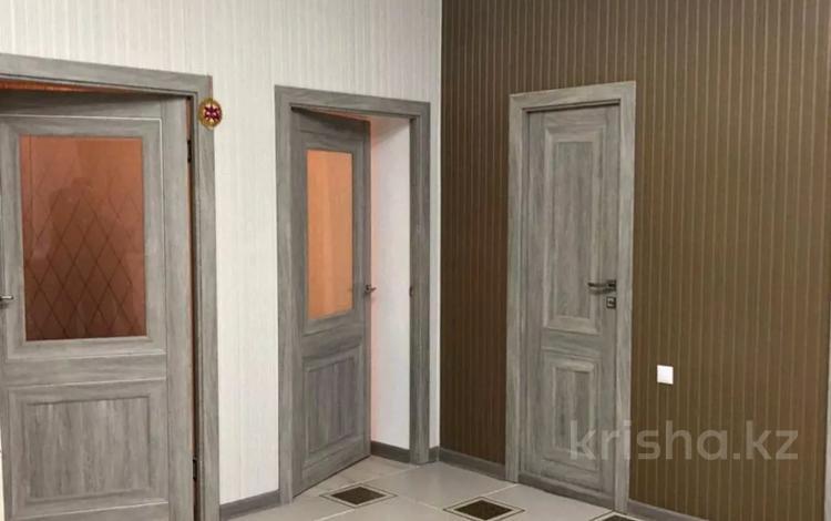 5-комнатный дом, 220 м², 10 сот., Ж. Алтабаева за 45 млн 〒 в Караганде, Казыбек би р-н