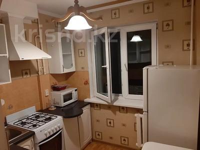 1-комнатная квартира, 38 м², 3/4 этаж посуточно, мкр №7 11 за 8 000 〒 в Алматы, Ауэзовский р-н