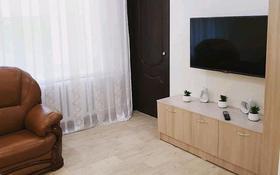 2-комнатная квартира, 40 м², 2/9 этаж посуточно, Торайгырова 32 — Сатпаева за 8 500 〒 в Павлодаре