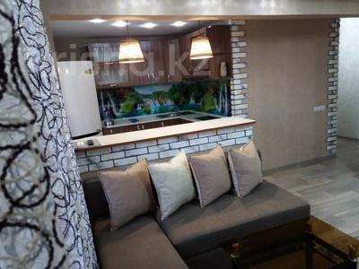 1-комнатная квартира, 33 м², 5/5 этаж посуточно, Казахстан 85 — Ц-рынок за 8 000 〒 в Усть-Каменогорске — фото 9
