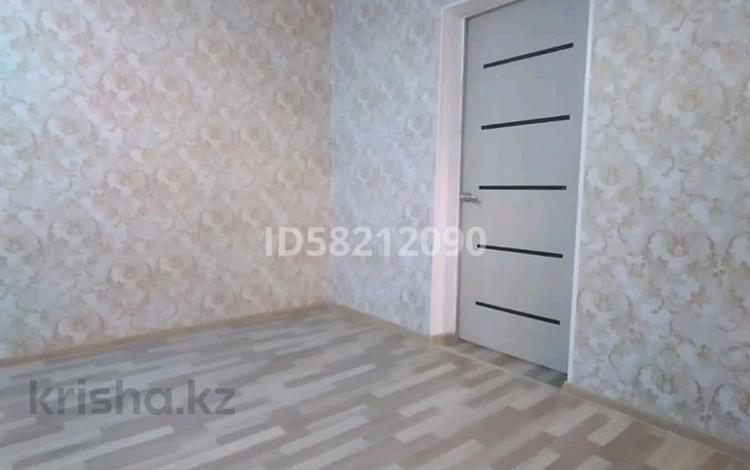 2-комнатная квартира, 43 м², 5/5 этаж, 12мкрн 1 за 7 млн 〒 в Караганде, Октябрьский р-н