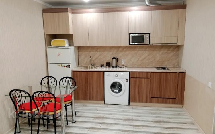 2-комнатная квартира, 43 м² посуточно, Чкалова 222 — Абая за 8 000 〒 в Костанае