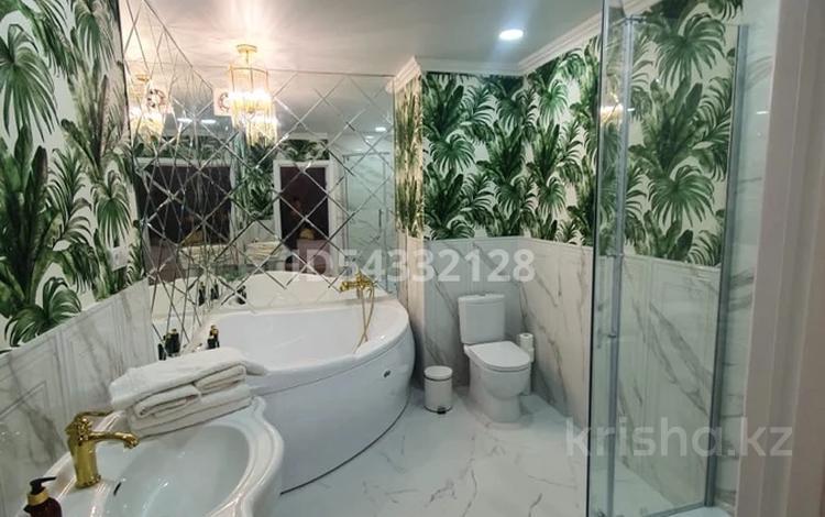 2-комнатная квартира, 70 м², 4/9 этаж посуточно, Курмангазы 108 за 20 000 〒 в Уральске
