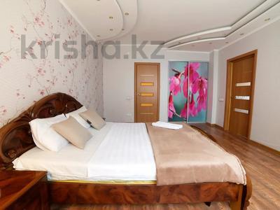 3-комнатная квартира, 90 м², 16/25 этаж посуточно, Каблукова 38г за 18 000 〒 в Алматы, Бостандыкский р-н — фото 3