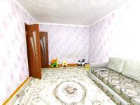 2-комнатная квартира, 54 м², 1/5 этаж, 4 мкр 1 за 15 млн 〒 в Аксае