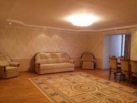 3-комнатная квартира, 150 м², 3/9 этаж помесячно, Абулхаир хана 61 б за 160 000 〒 в Актобе, Новый город