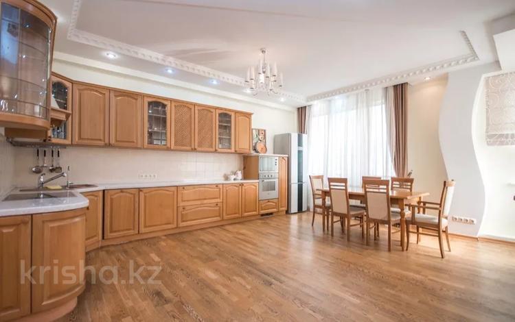 3-комнатная квартира, 160 м², 24/32 этаж посуточно, Аль-Фараби 5а — Козубаева за 40 000 〒 в Алматы, Бостандыкский р-н