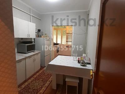3-комнатная квартира, 70 м², 1/5 этаж, 21-мкр — Қалдаяқова за 25 млн 〒 в Шымкенте, Аль-Фарабийский р-н