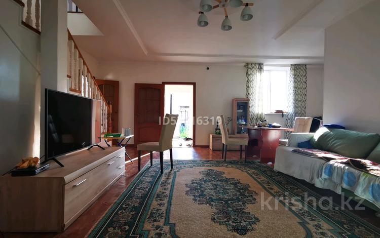8-комнатный дом помесячно, 220 м², 6.5 сот., мкр Акбулак, Доспанова 19 за 450 000 〒 в Алматы, Алатауский р-н