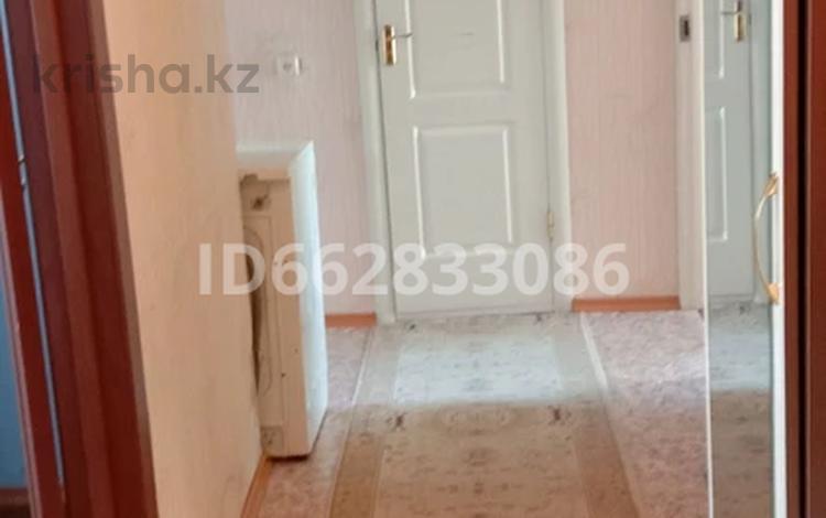 3-комнатная квартира, 65 м², 9/10 этаж, Ленина 53 за ~ 8.3 млн 〒 в Аксу