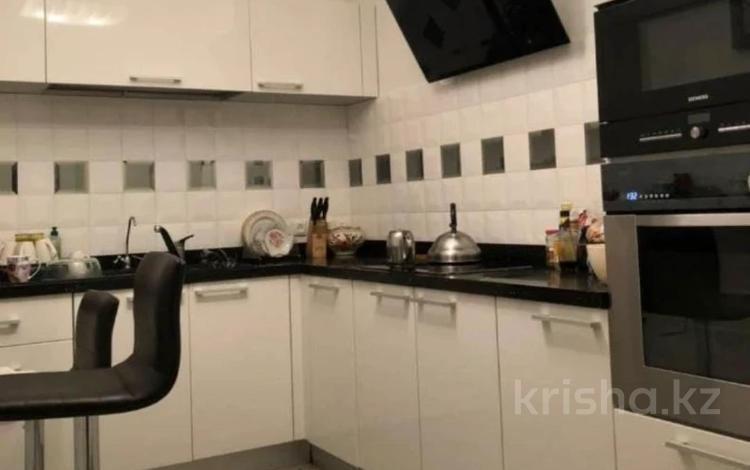 3-комнатная квартира, 140 м² помесячно, Фурманова 301 за 600 000 〒 в Алматы, Медеуский р-н
