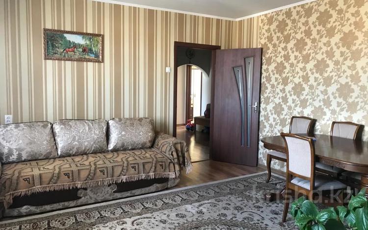 4-комнатная квартира, 76 м², 8/10 этаж, Мкр Гульдер-2 18 за 24.2 млн 〒 в Караганде, Казыбек би р-н