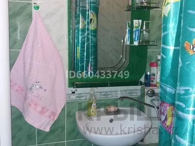 1-комнатная квартира, 36 м², 4/5 этаж посуточно, Самал 8 — Кунаева за 6 000 〒 в Талдыкоргане — фото 3