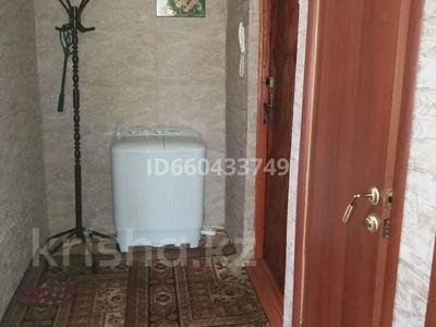 1-комнатная квартира, 36 м², 4/5 этаж посуточно, Самал 8 — Кунаева за 6 000 〒 в Талдыкоргане — фото 9