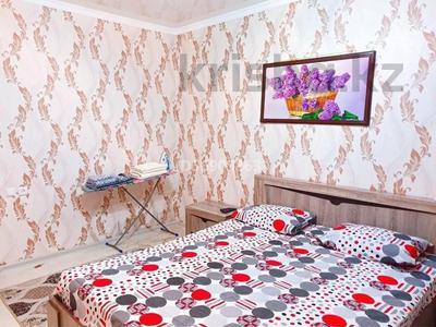 1-комнатная квартира, 50 м², 1/3 этаж посуточно, Евразия 110/2 за 6 000 〒 в Уральске — фото 3
